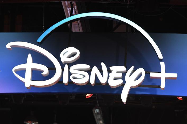 """迪士尼公司宣布重拍 《荣耀家族》,将加入男""""同性恋父母""""角色"""